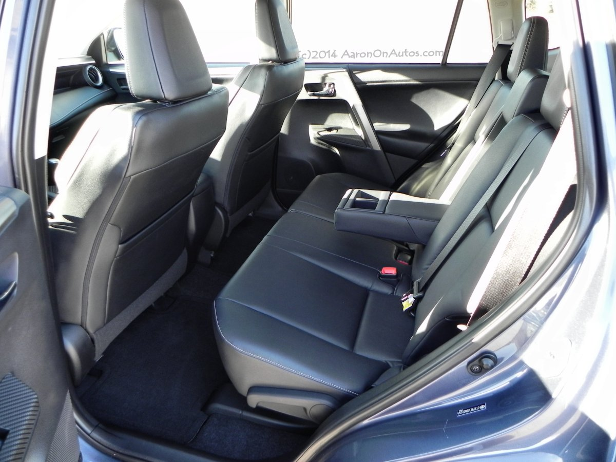 2013-toyota-rav4-backseat-aoa1200px