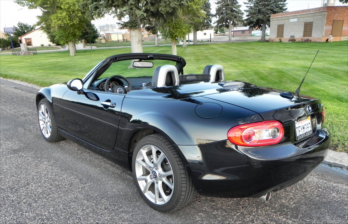 2014 mazda mx 5 miata interior review aaron on autos. Black Bedroom Furniture Sets. Home Design Ideas