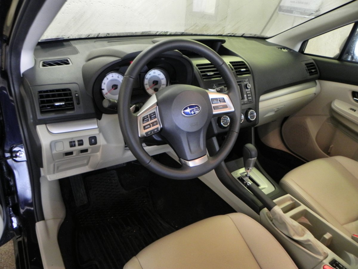 2014-subaru-impreza-sport-interior-aoa1200px