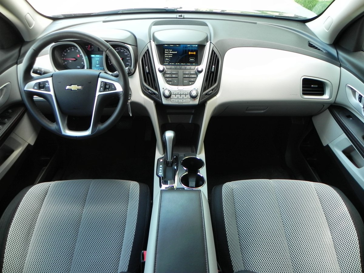 2015 chevrolet equinox holds its age well aaron on autos. Black Bedroom Furniture Sets. Home Design Ideas