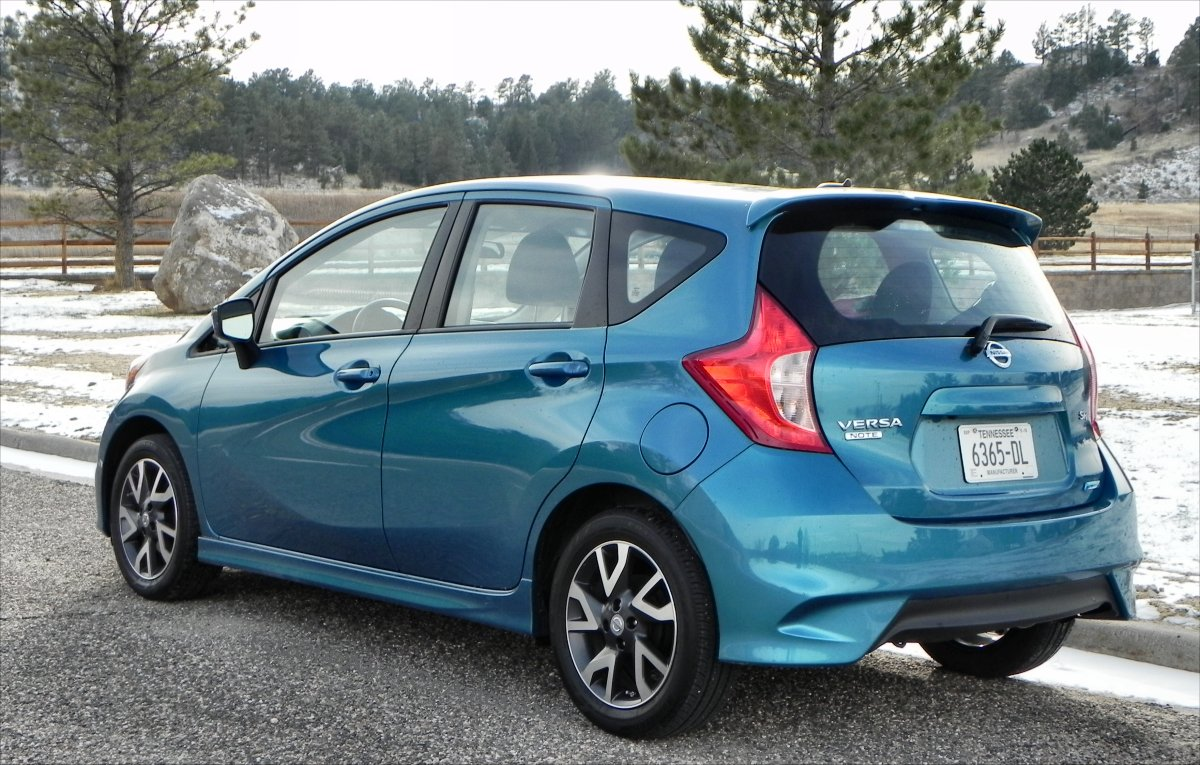 2015 nissan versa note interior review aaron on autos. Black Bedroom Furniture Sets. Home Design Ideas
