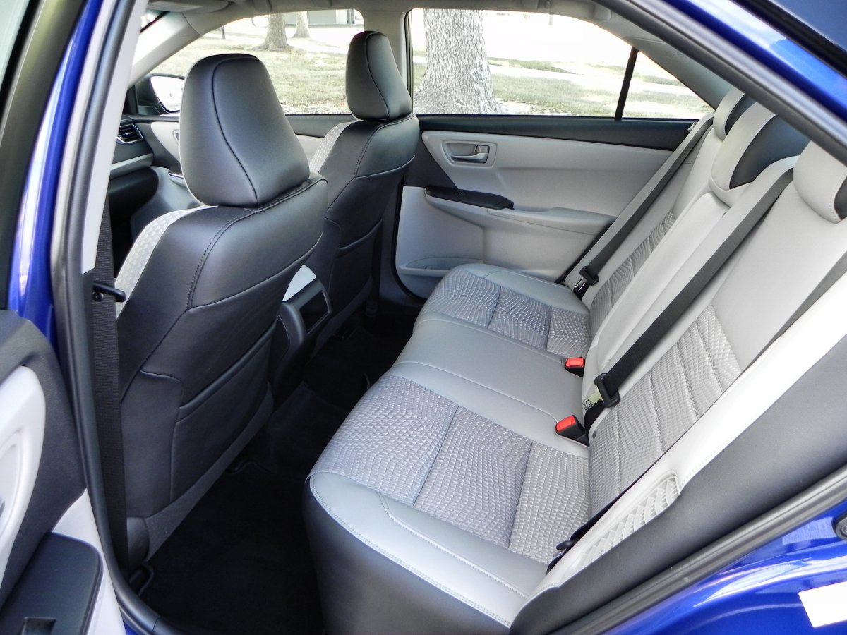 2015 Toyota Camry Hybrid Gallery