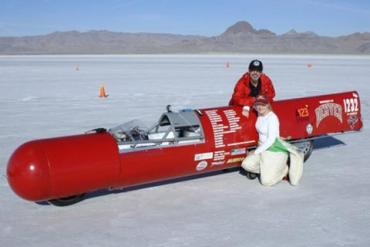 Eva Håkansson of KillaCycle breaks 216mph on electric streamliner