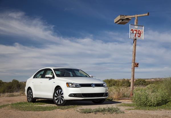 2013 Volkswagen Jetta Hybrid – a first look at efficiency without sacrifice