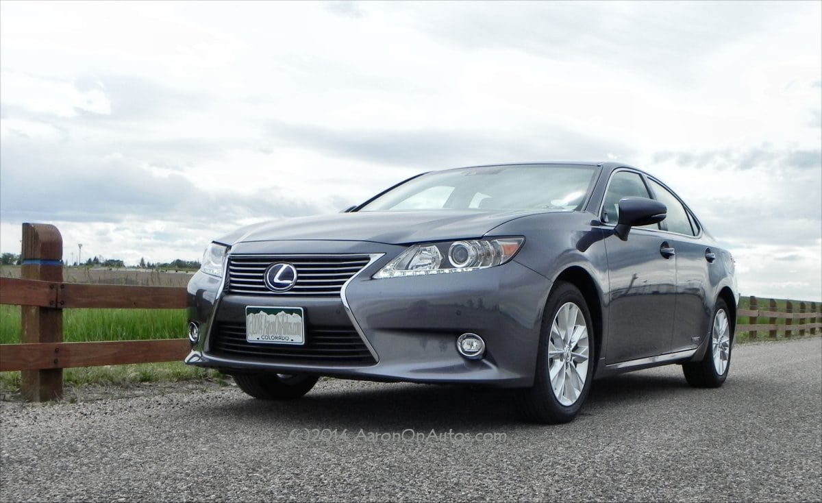 2014 Lexus ES 300h is hybrid fuel economy in a luxurious driving package