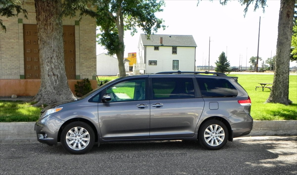 Family Hauling In The 2014 Toyota Sienna Luxury Minibus – Guys Gab