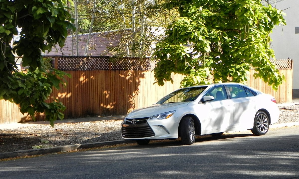 2016 Toyota Camry SE Special Edition interior review