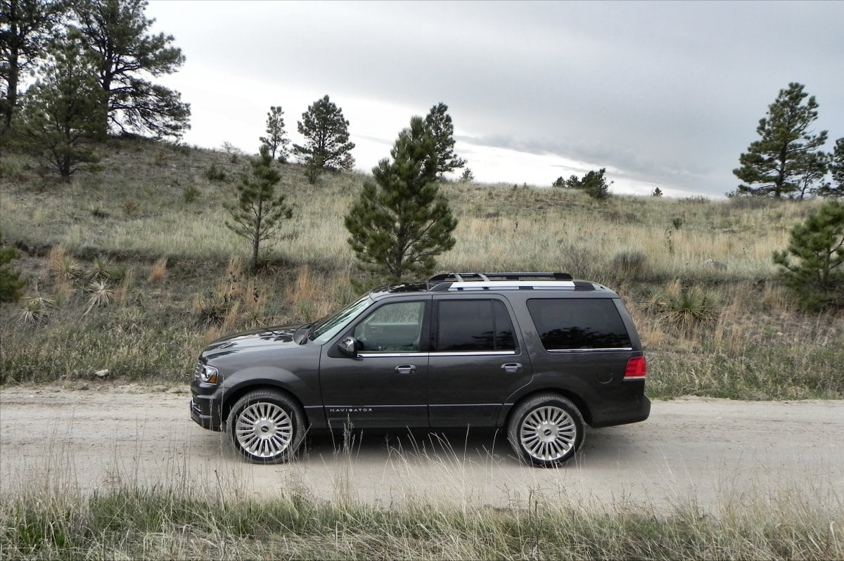 2015 Lincoln Navigator Is Gigantic Bigness