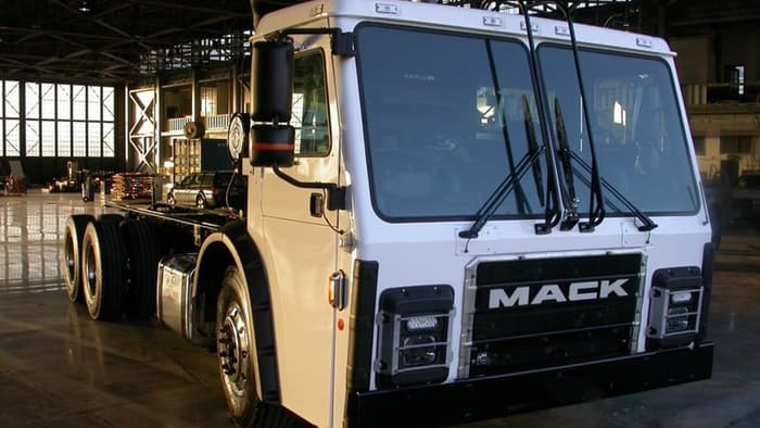 Mack showcases turbine-powered electric garbage truck