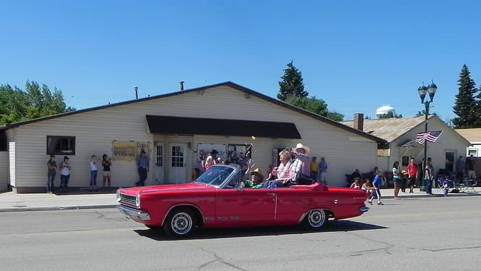 1965 Dodge Dart GT gets RimBlades for a parade finish