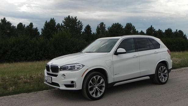 Review: 2016 BMW X5 xDrive40e is big, efficient, and impressive behind its kidney grille