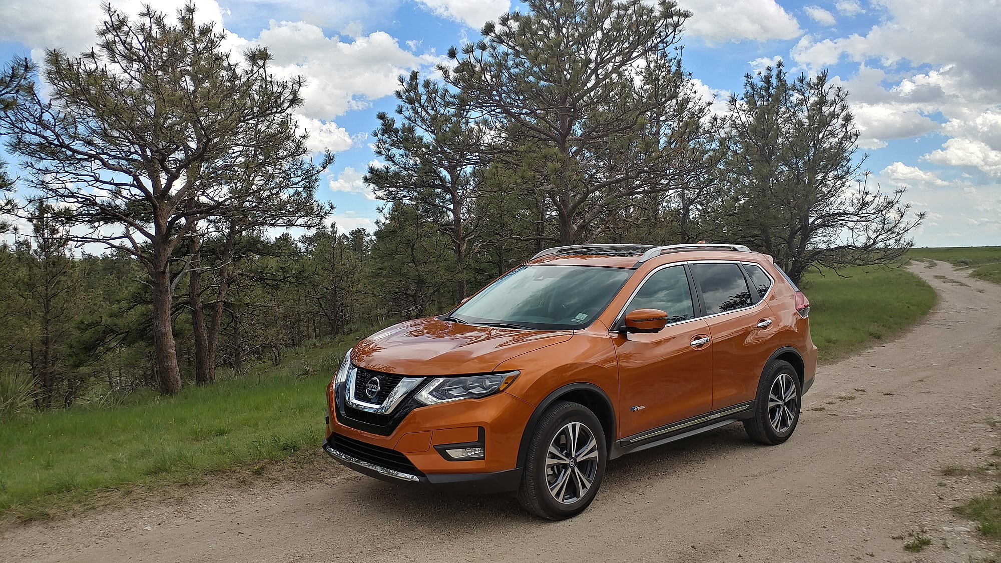 2017 Nissan Rogue Hybrid Brings Hybrid Efficiency to the Best-Selling Nissan