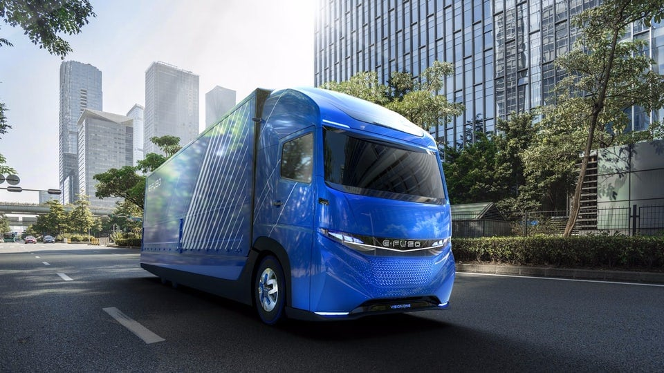 Daimler debuts all-electric heavy-duty E-Fuso Vision One truck