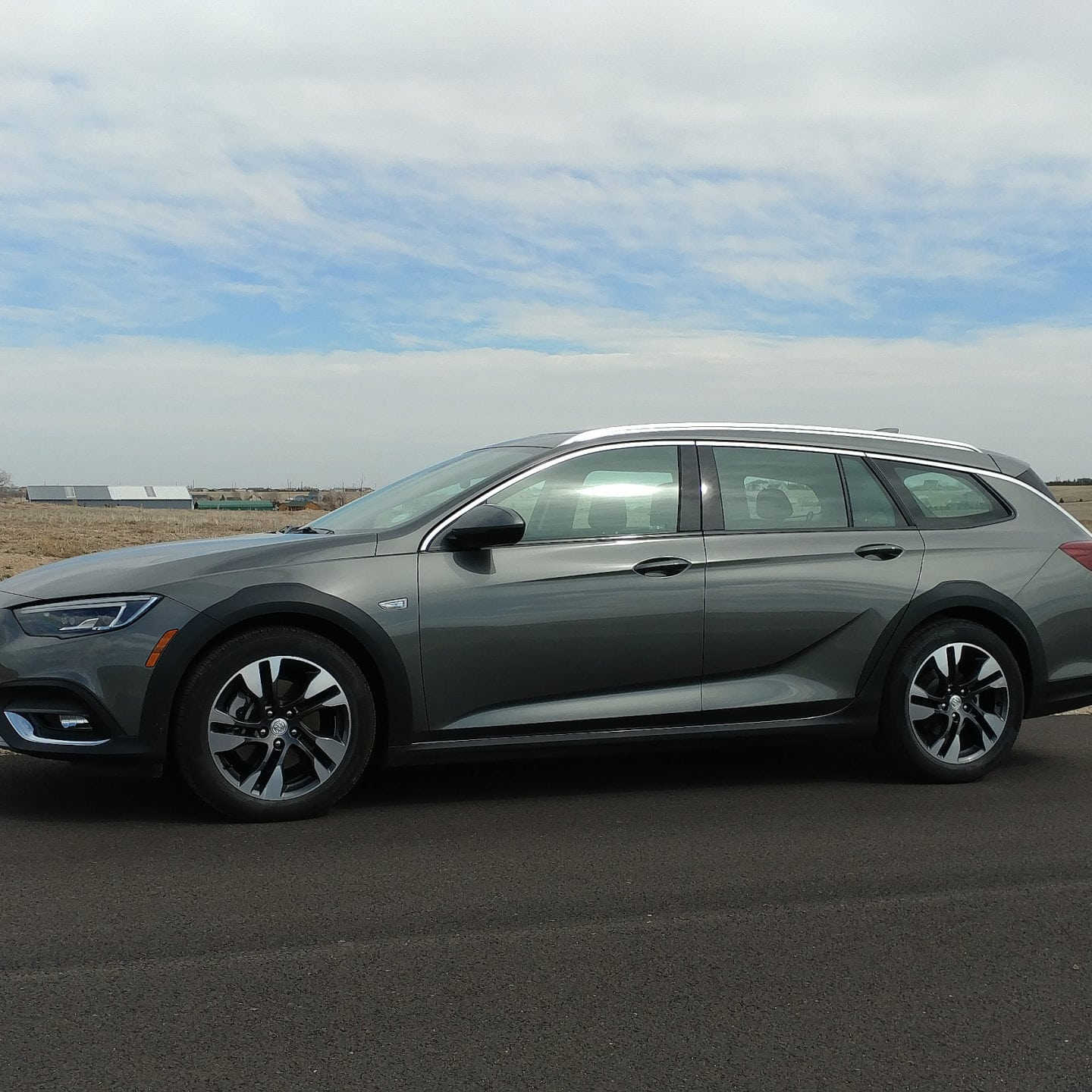 2018 Buick Regal TourX Brings Back the Buick Wagon