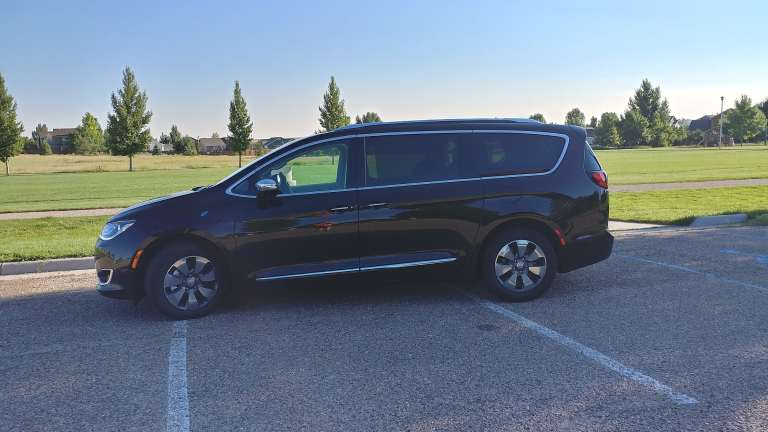 2018 Chrysler Pacifica Hybrid Is a Minivan With Everything