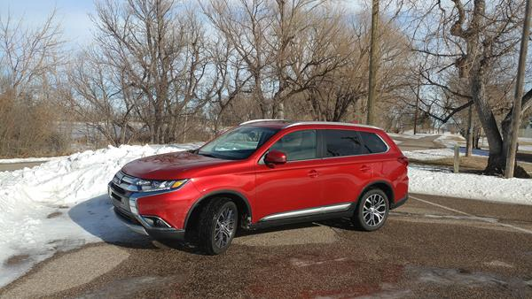 Review: 2018 Mitsubishi Outlander Provides an Economical Three-Row Option
