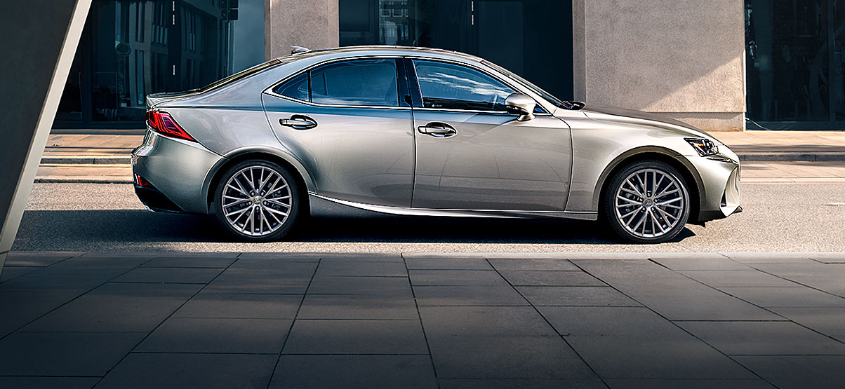 2019 Lexus IS 350 interior review