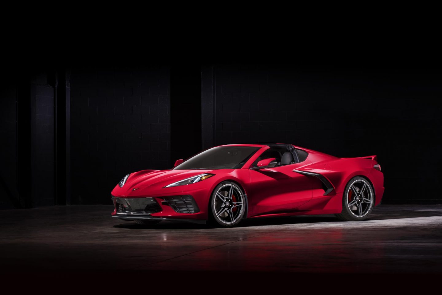 2020 Stingray revealed as first ever mid-engine Corvette ...
