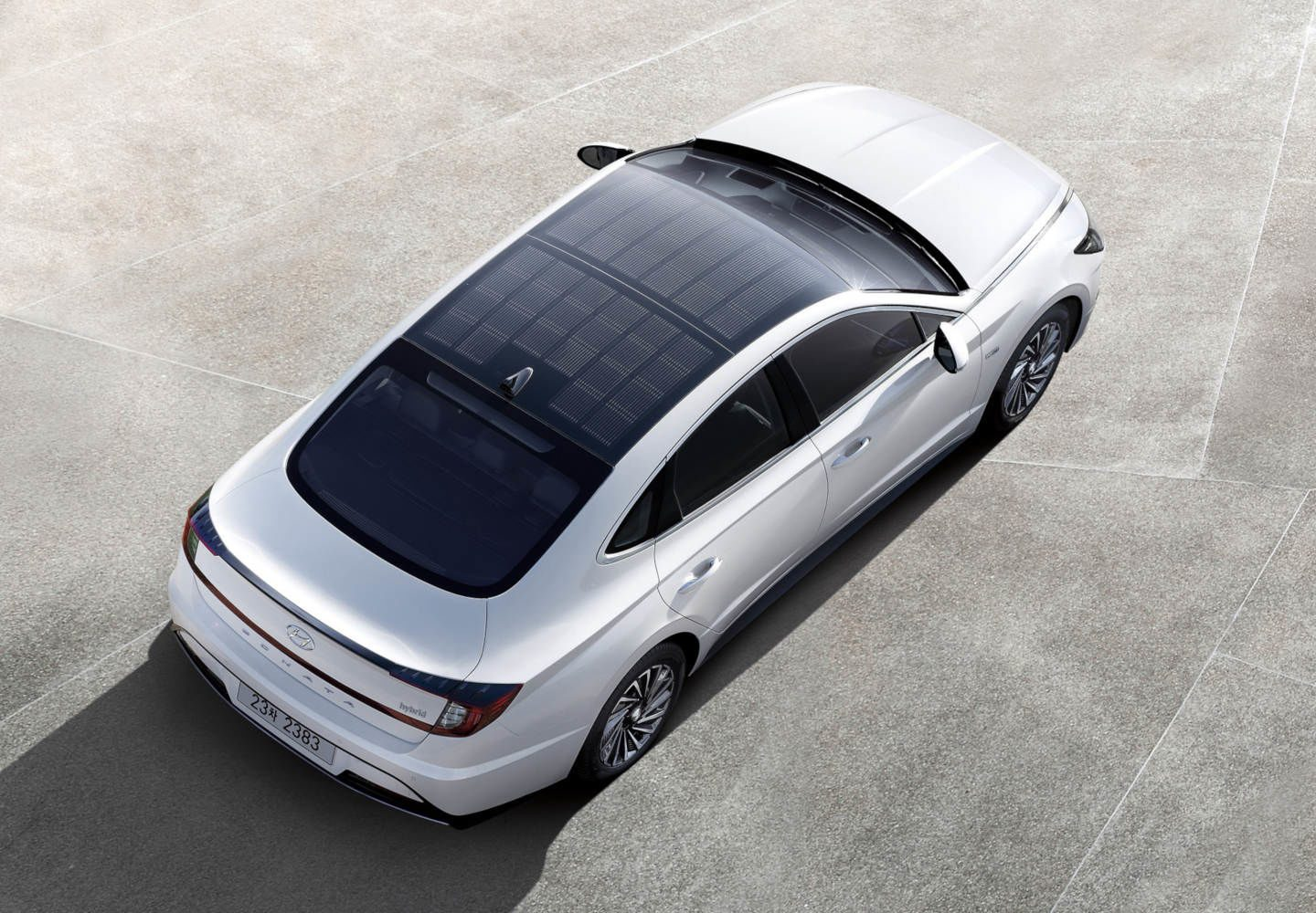 Hyundai gets its solar roof to market atop the Sonata Hybrid