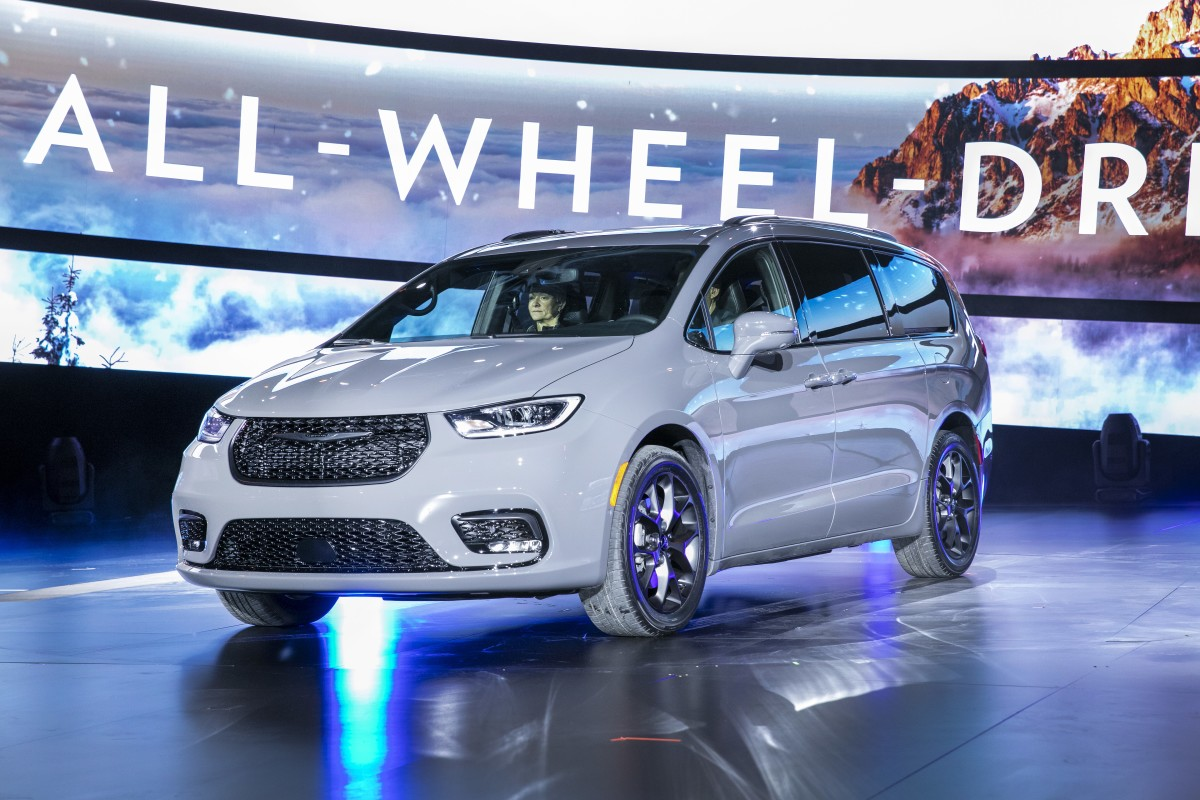 Chrysler Pacifica minivan gets AWD and new Pinnacle upgrade