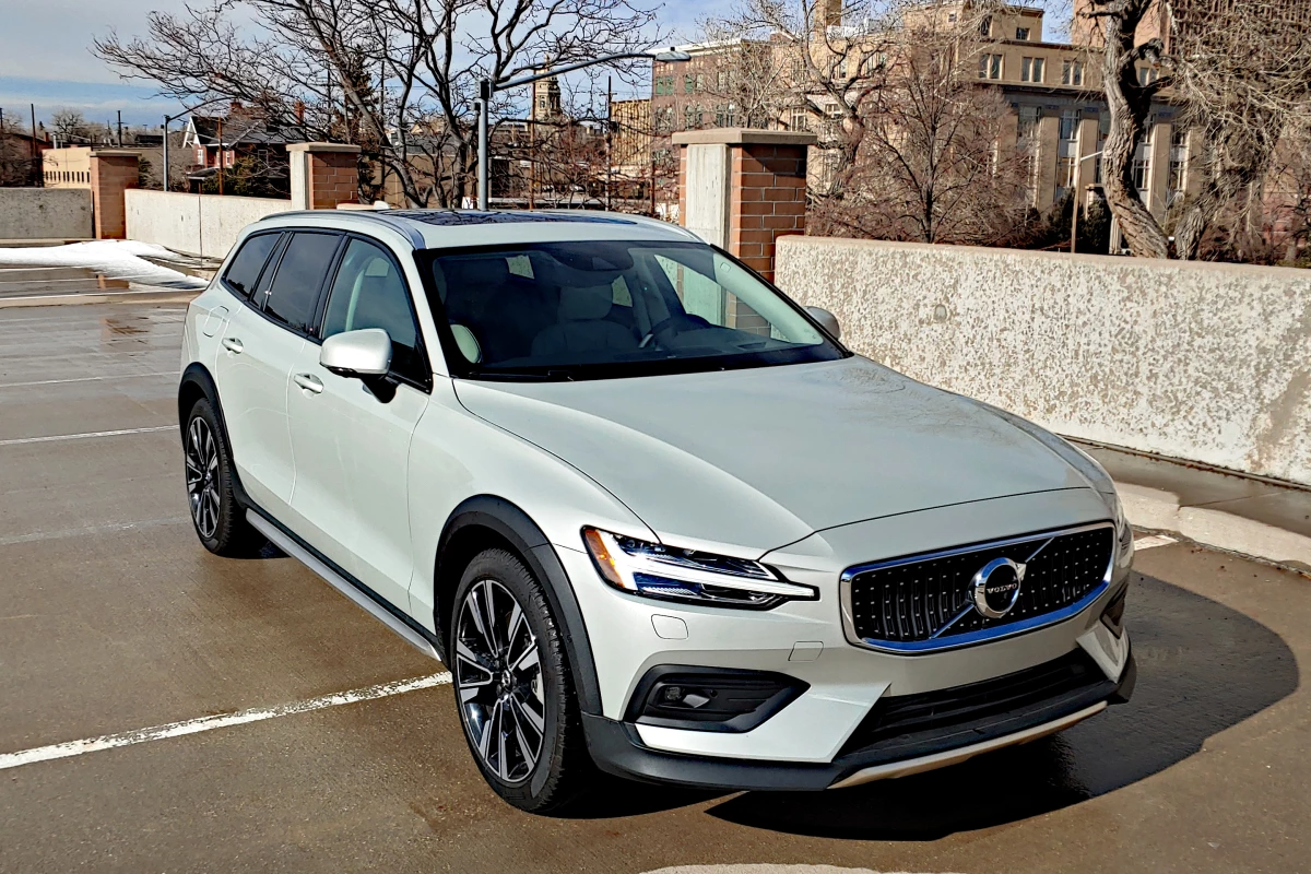 Review: 2020 Volvo V60 is a wagon without compromise