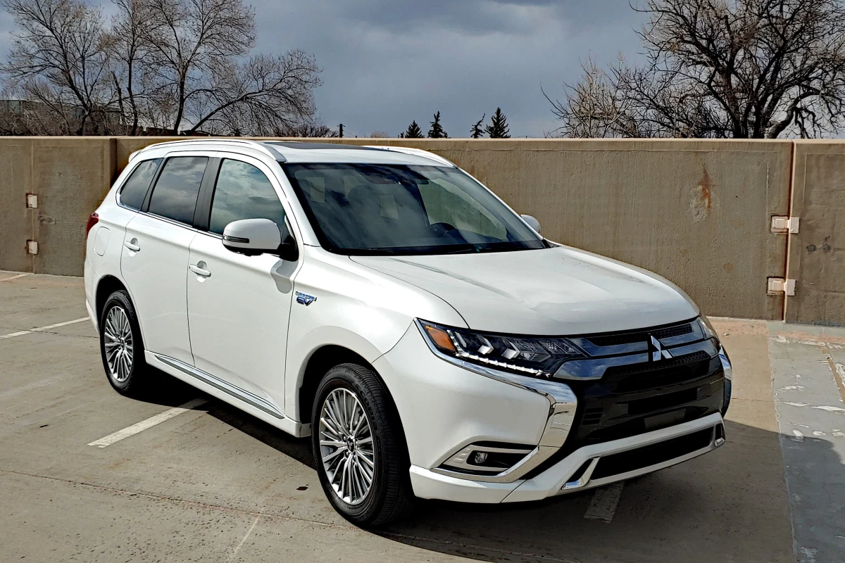Review: 2020 Mitsubishi Outlander PHEV is great … to a point