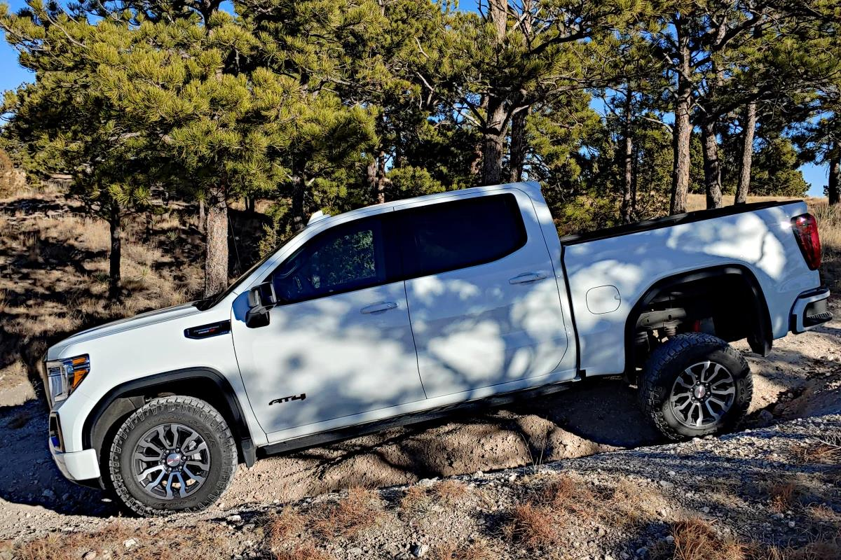 Review: Comparing the new 2021 GMC Canyon and Sierra AT4
