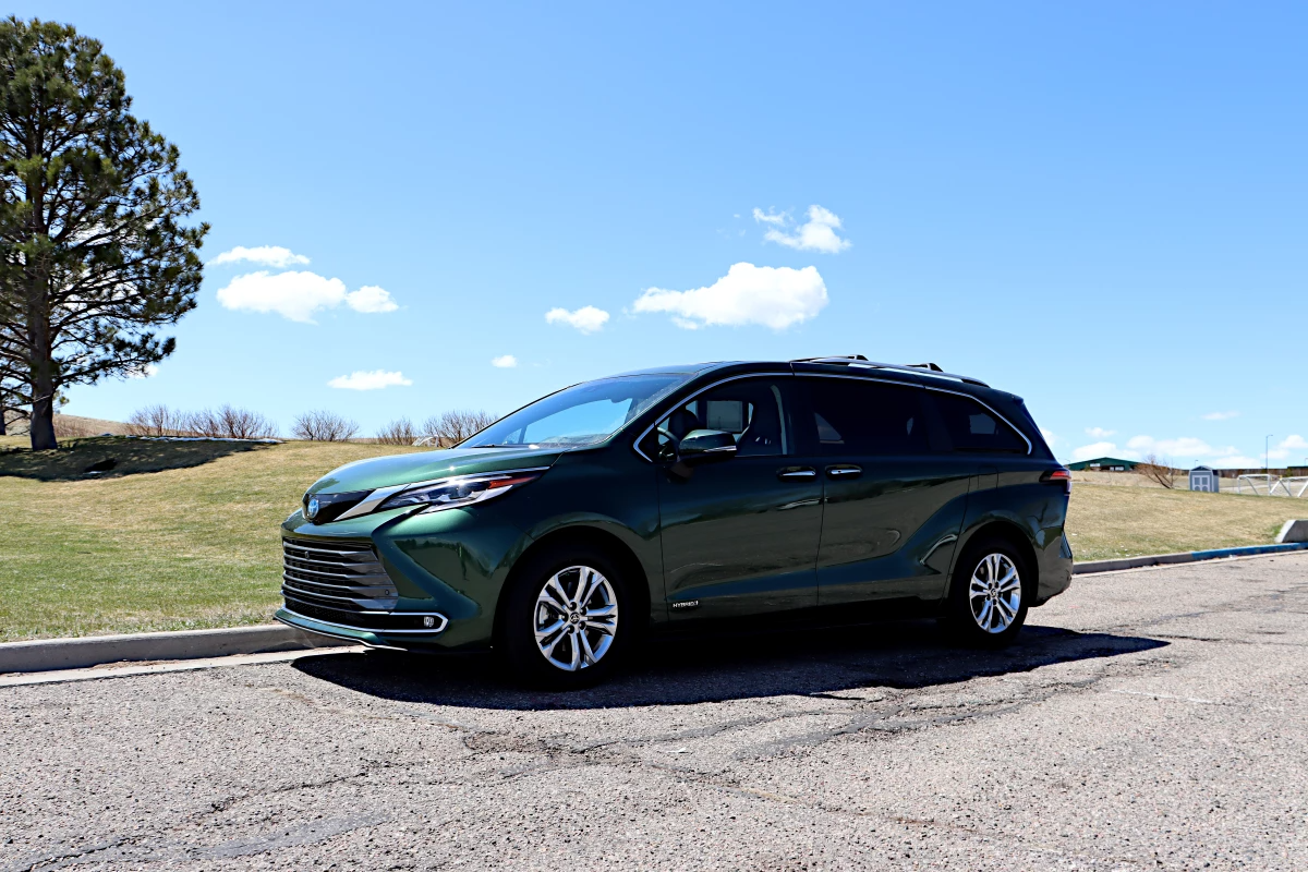 Review: 2021 Toyota Sienna – now a more efficient hybrid by default