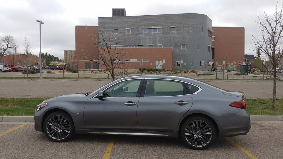Review: 2017 Infiniti Q70 carries its age well