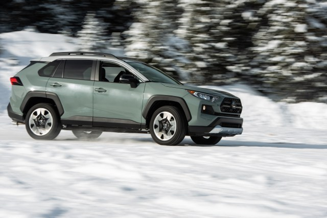 We Put Crossover-SUVs To the Test In the High Country Snow