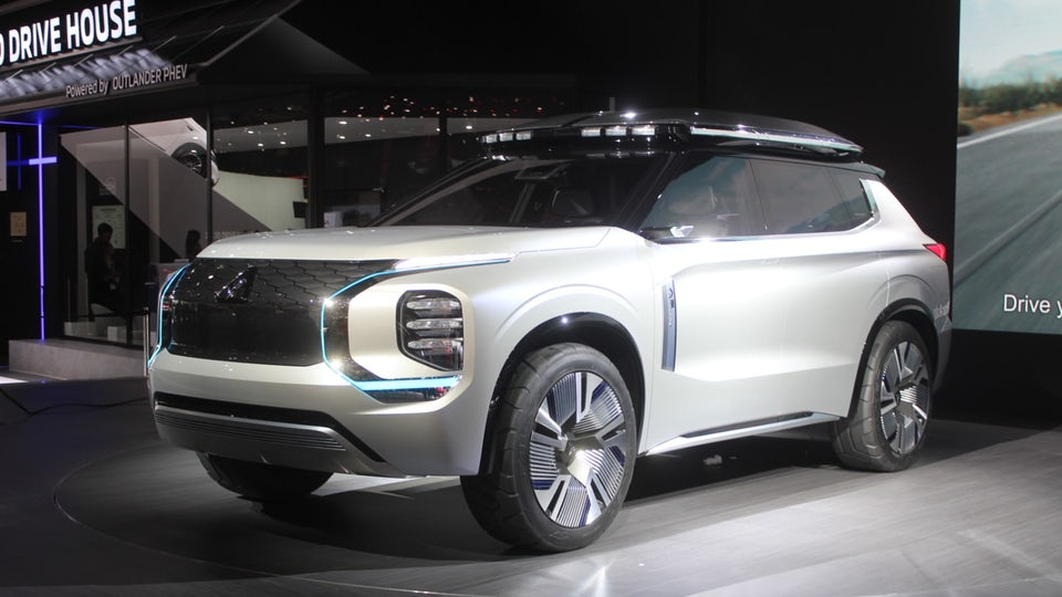 Mitsubishi heads for the Swiss Alps with plug-in Engelberg Tourer concept