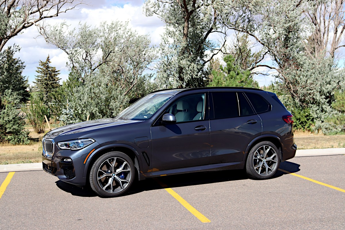 2021 BMW X5 Hybrid Is Bimmerific
